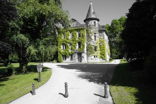 En hiver: Autour du Château de la Tour du Puits