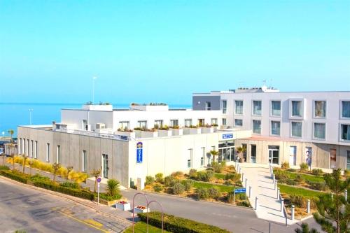 Visitez l'hôtel de la Baie à Granville
